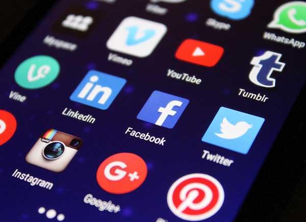 La difusión de imágenes de los menores en las redes sociales
